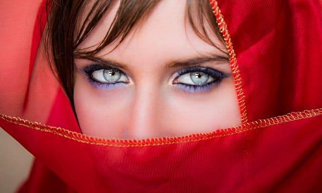 Maquillage des yeux bleus: fais briller tes délicieux saphirs